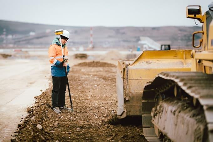 Geodeta przy pracy