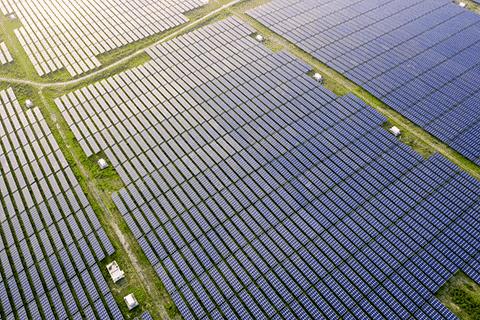 Farma fotowoltaiczna zdjęcie z drona